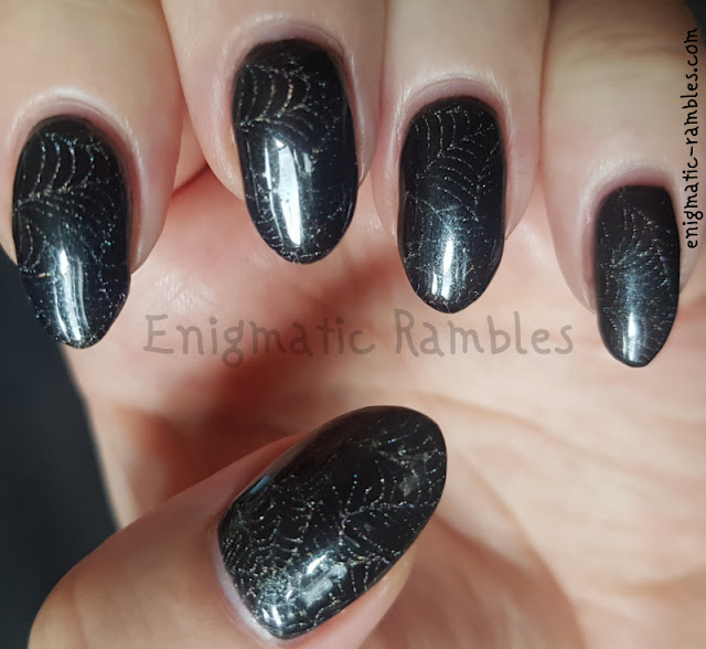 holographic-spiderweb-nails