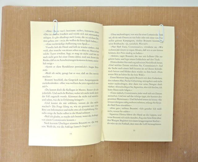 http://danipeuss.blogspot.com/2016/09/herbstmini-altered-book-mitmachmontag.html