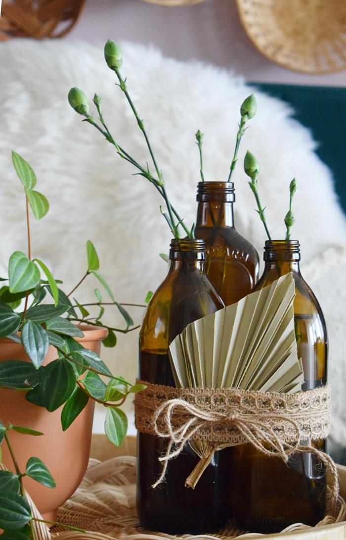 DIY - Butelki z brązowego szkła jako wazoniki