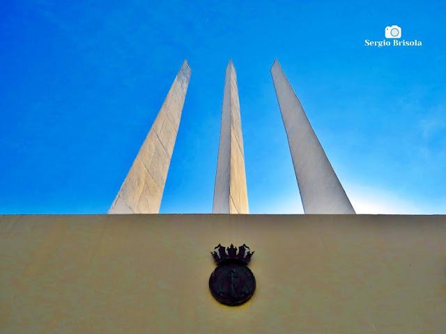 Perspectiva inferior dos Obeliscos das 3 Armas da FEB - Praça Heróis da FEB - Santana - São Paulo