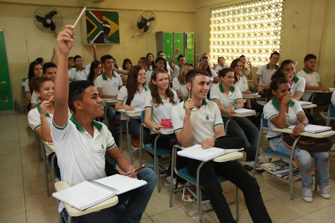 Deputados aprovam lei que cria programa de intercâmbio para alunos de escolas públicas no Ceará