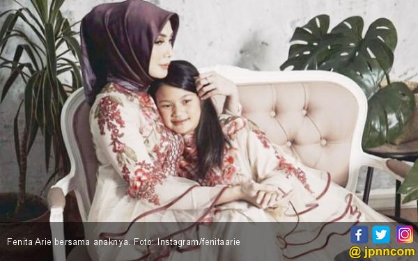 Memutuskan Berhijrah, Fenita Arie Banjir Dukungan