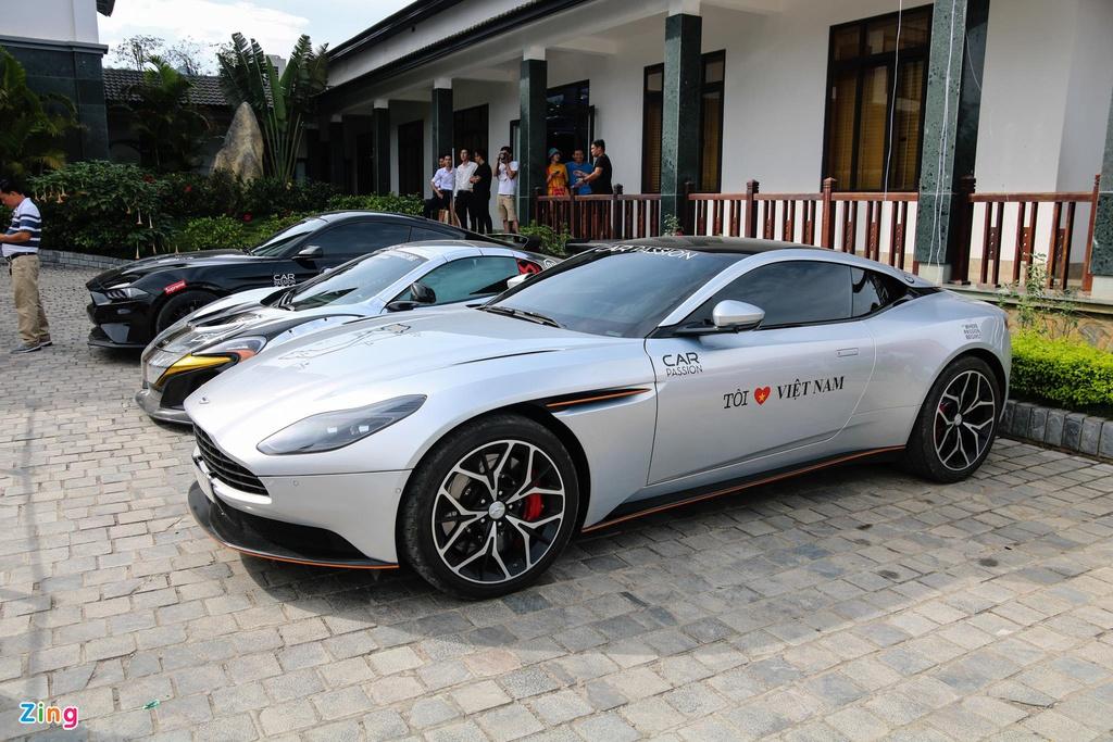 Loạt siêu xe thể thao phân phối chính hãng giá trên 10 tỷ đồng tại VN