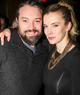 Picture of Cosmo Pfeil with his wife Betty Gilpin