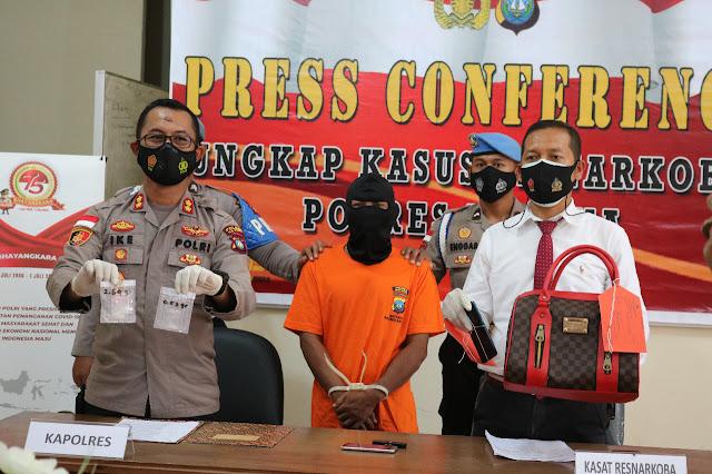 Seorang Pria Pengedar Narkotika Jenis Sabu bersama 3,17 Gram Sabu Diamankan Satresnarkoba Polres Natuna