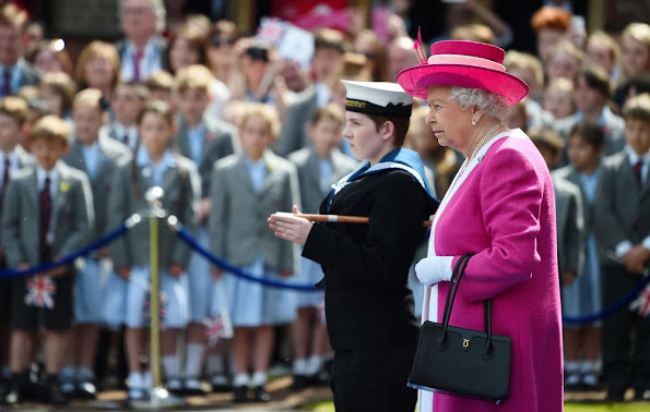 Queen Elizabeth II and Sir Robin Knox-Johnston at Berkhamsted School, Queen Elizabeth style, wore dress