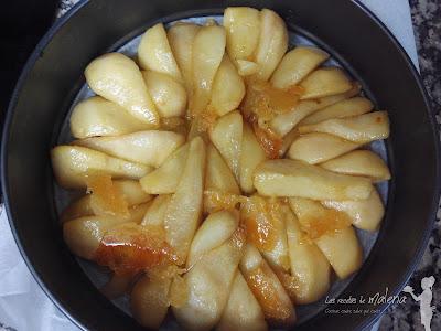 Tarta Tatin con peras y canela