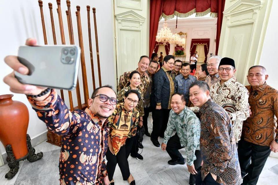 HP yang Dipakai Selfie Menteri Jadi Sorotan, Black Market?