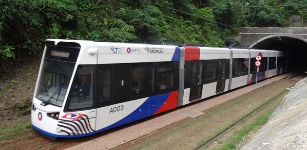 VLT e Ônibus Intermunicipais são opções de transporte para acessar pontos turísticos da Baixada Santista neste Verão
