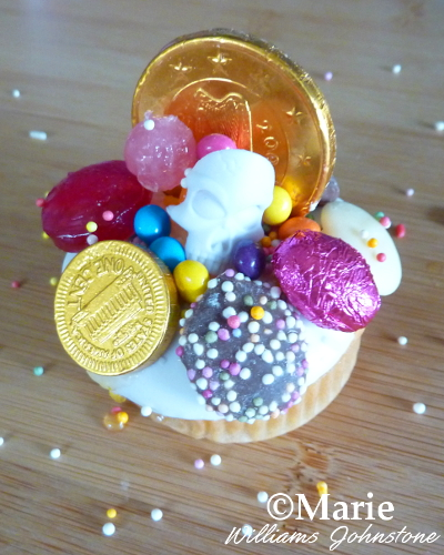 treasure themed cupcake decoration