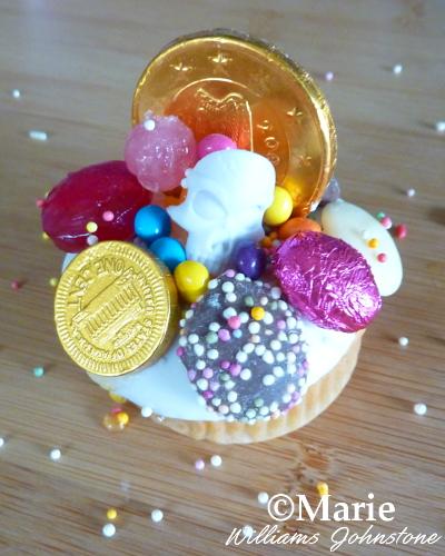 treasure themed cupcake decoration