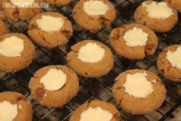Gingerbread Thumbprint Cookies // These seasonal spiced cookies have a dollop of white chocolate in the middle - seriously wonderful cookies for Christmas! #recipe #cookies #FBLCookieExchange #gingerbread #Christmas