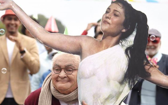 Rishi Kapoor's prosthetic look in Kapoor & Sons, Mandakini cut out