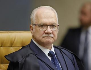 Ministro Edson Fachin decide pela legalidade da venda de bebidas em estádios