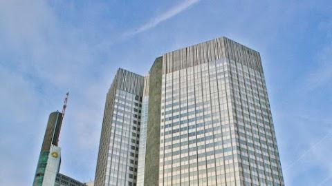 Kiürítették Szingapúr legnagyobb bankját egy koronavírussal fertőzött beteg miatt