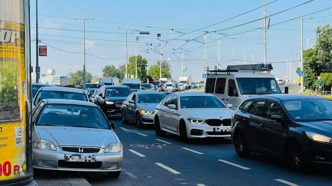 Továbbra is Karácsonyt szidják a dugóban rekedt autósok - Videó