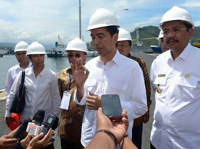 Pak Jokowi berada di pelabuhan Sibolga Sumut