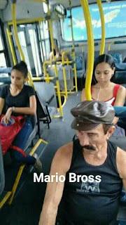 Parecidos de famosos en el transporte público mario bros