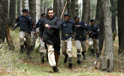 Bajrangi gets chased by Pakistani policemen, in Bajrangi Bhaijaan, Directed by Kabir Khan