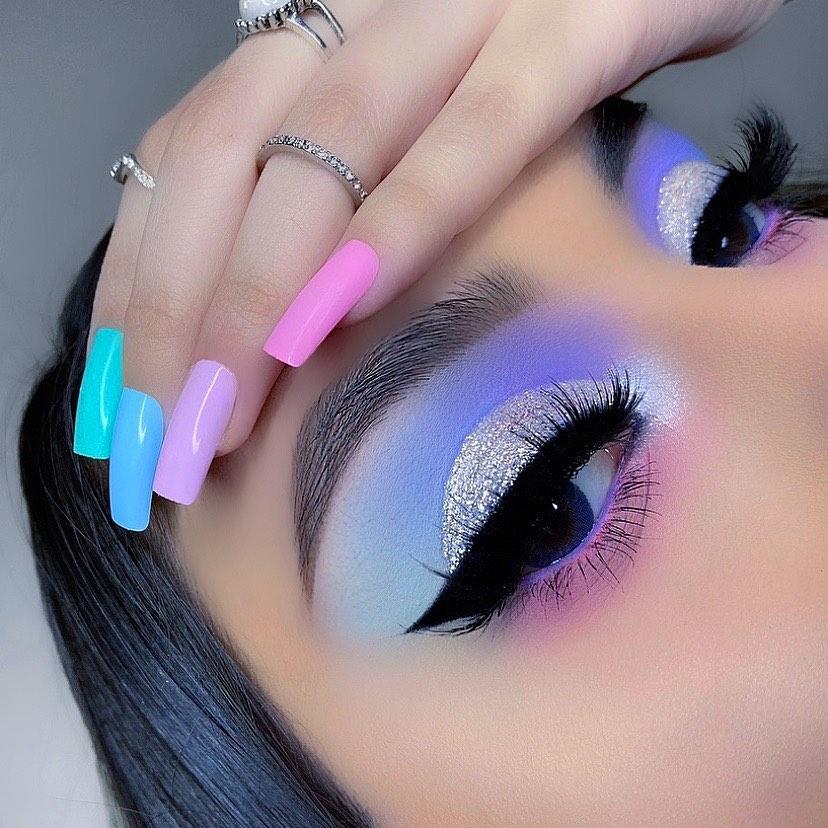 Maquiagem sombra azul glitter carnaval