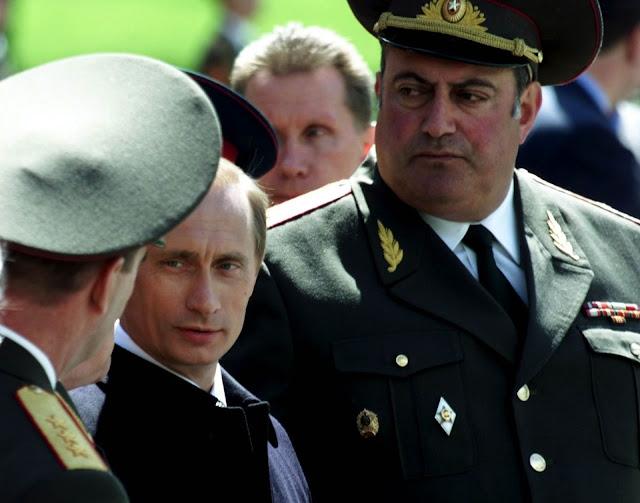 Какво пише в характеристика на комсомолската организация на КГБ за президента Владимир Путин