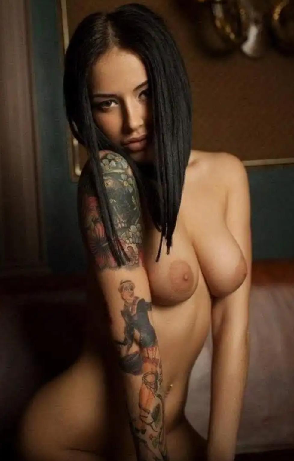 Голые фото девушек с татуировкой — 1