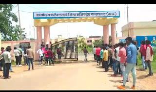 जिले में जनता के द्वारा पूर्व सांसद कंकर मुंजारे के प्रति आक्रोश है जनता