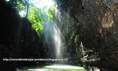 Objek Wisata Cukang Taneuh ( Green Canyon) Pangandaran