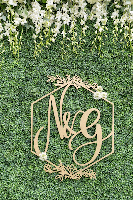 custom gold sign on wedding hedge wall decoration