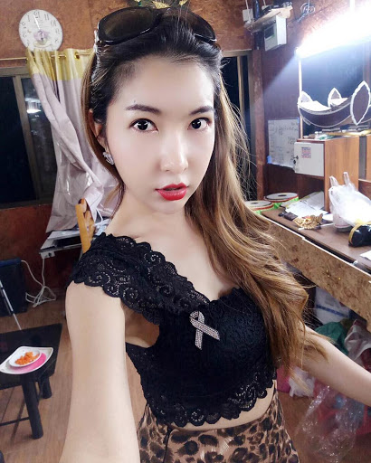 Amateur free pictures with Asian ladyboys