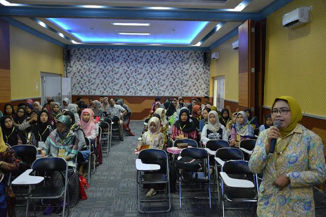 Workshop Persiapan Kerja Mahasiswa oleh stikes hi