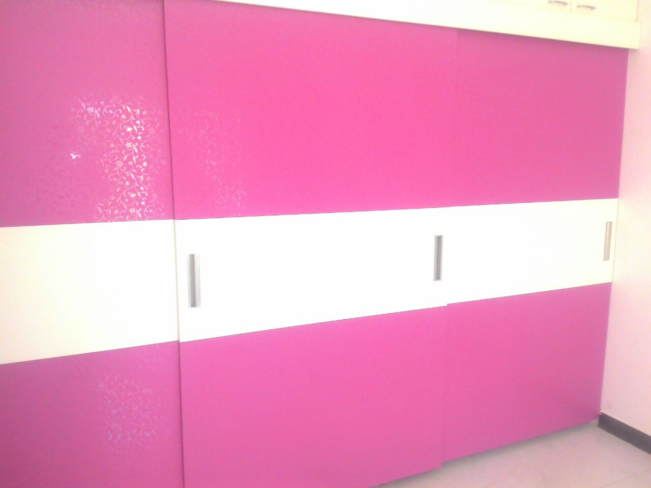 New Wardrobe Designs Finished Today On 23 07 2017 In Mr Ravindhran S Parthasarathy House Perungudi Chennai The Cute Pink Accompanied With White Was