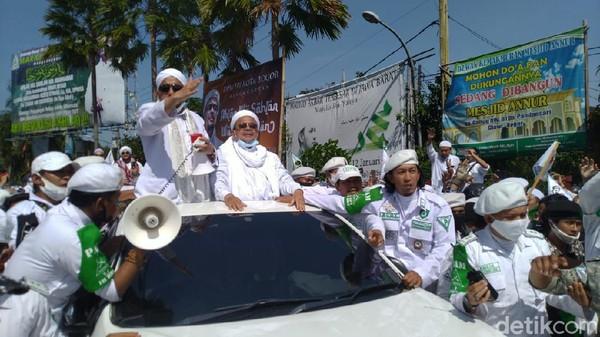 Habib Rizieq Sendirian Tersandung di Kasus Kerumunan Megamendung