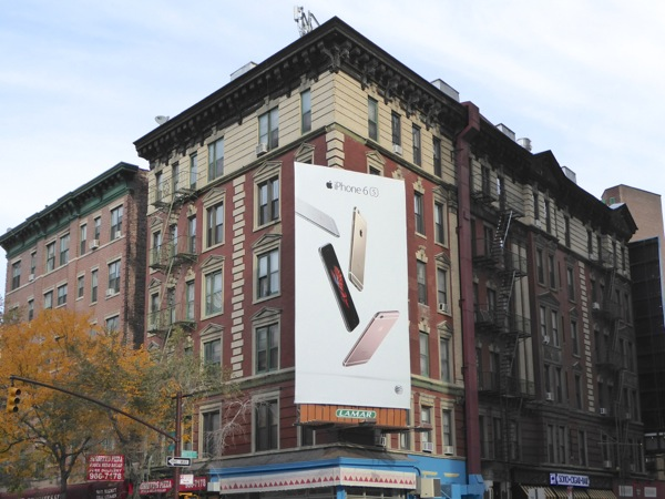 Apple iPhone 6s billboard New York