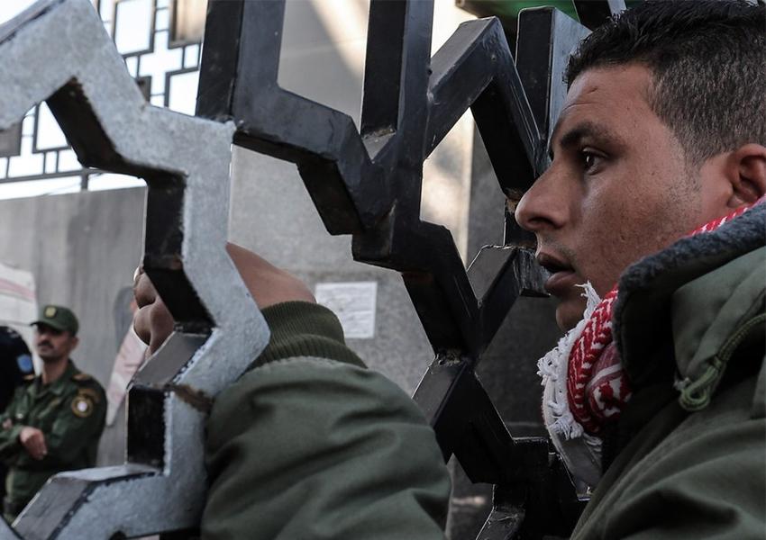 Warga Gaza Sedang Menunggu Izin Dari Israel Untuk Rakan Paskah Di Yerusalem