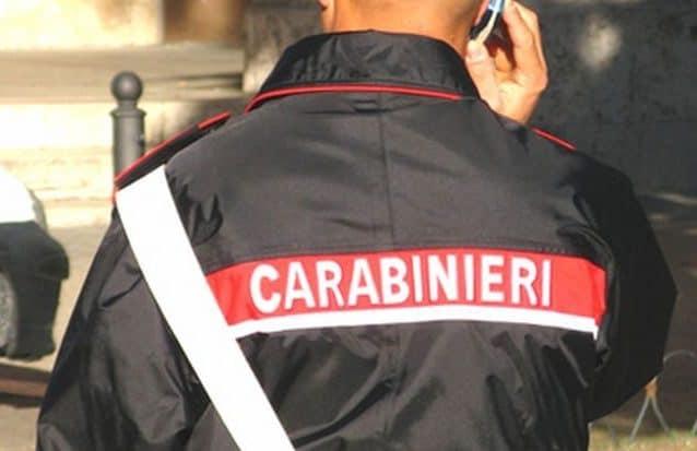 Denunciato maresciallo dei carabinieri: inviava le persone arrestate dalla sua fidanzata avvocato