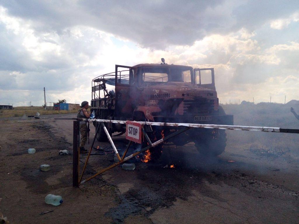 Teroristu raidītā raķete trāpa Ukrainas armijas kravas automašīnai
