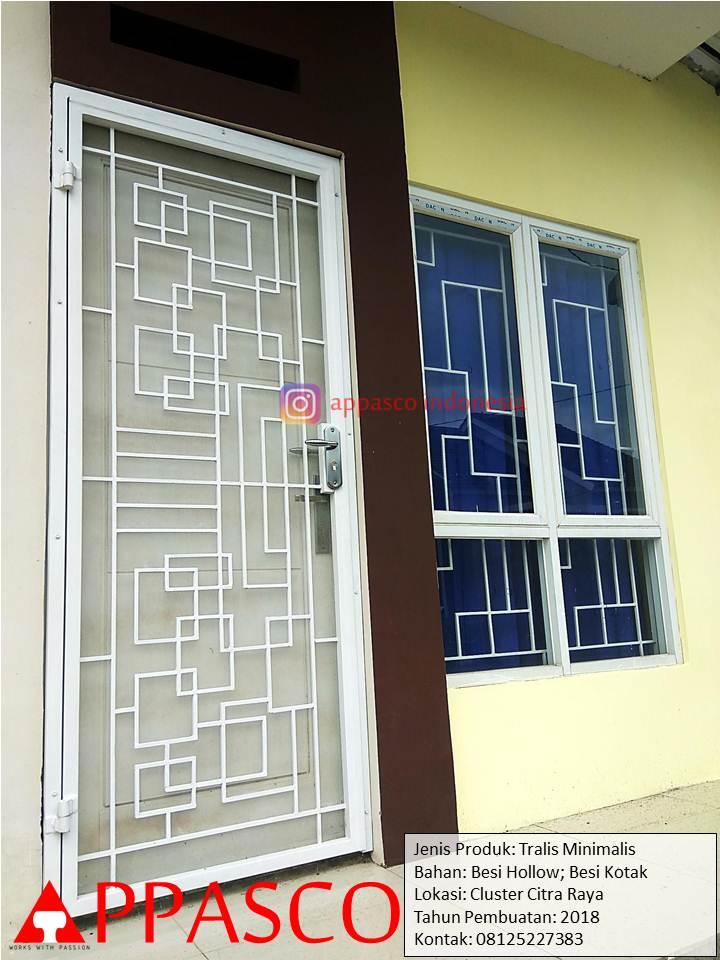 Pintu Teralis Minimalis Besi Hollow dan Kotak di Cluster Citra Raya