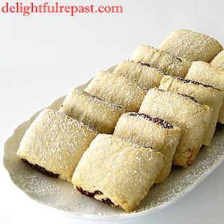Fig Rolls - Classic British Biscuit - In US, Fig Newtons / www.delightfulrepast.com