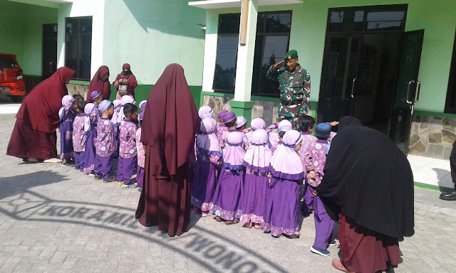 Outing class siswa Paud Al Amin di Koramil 22 Wonosari