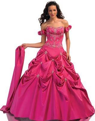 Foto de mujer con vestido de quinceañera color fucsia