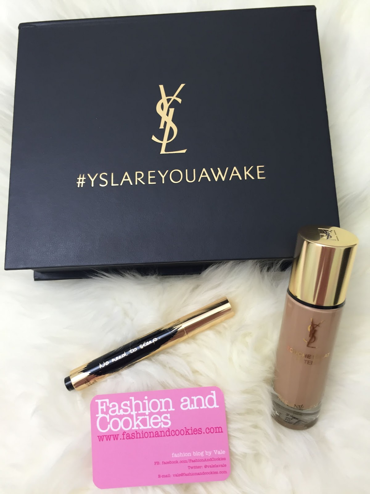 Touche Éclat Le Teint foundation and highlighter YSL Touche Éclat collector slogan edition on Fashion and Cookies beauty blog, beauty blogger