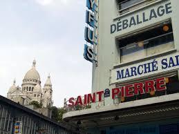 Montmartre Au pied de la Butte, le Marché Saint-Pierre et ses tissus.