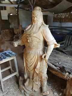 patung kayu asli persis nyata