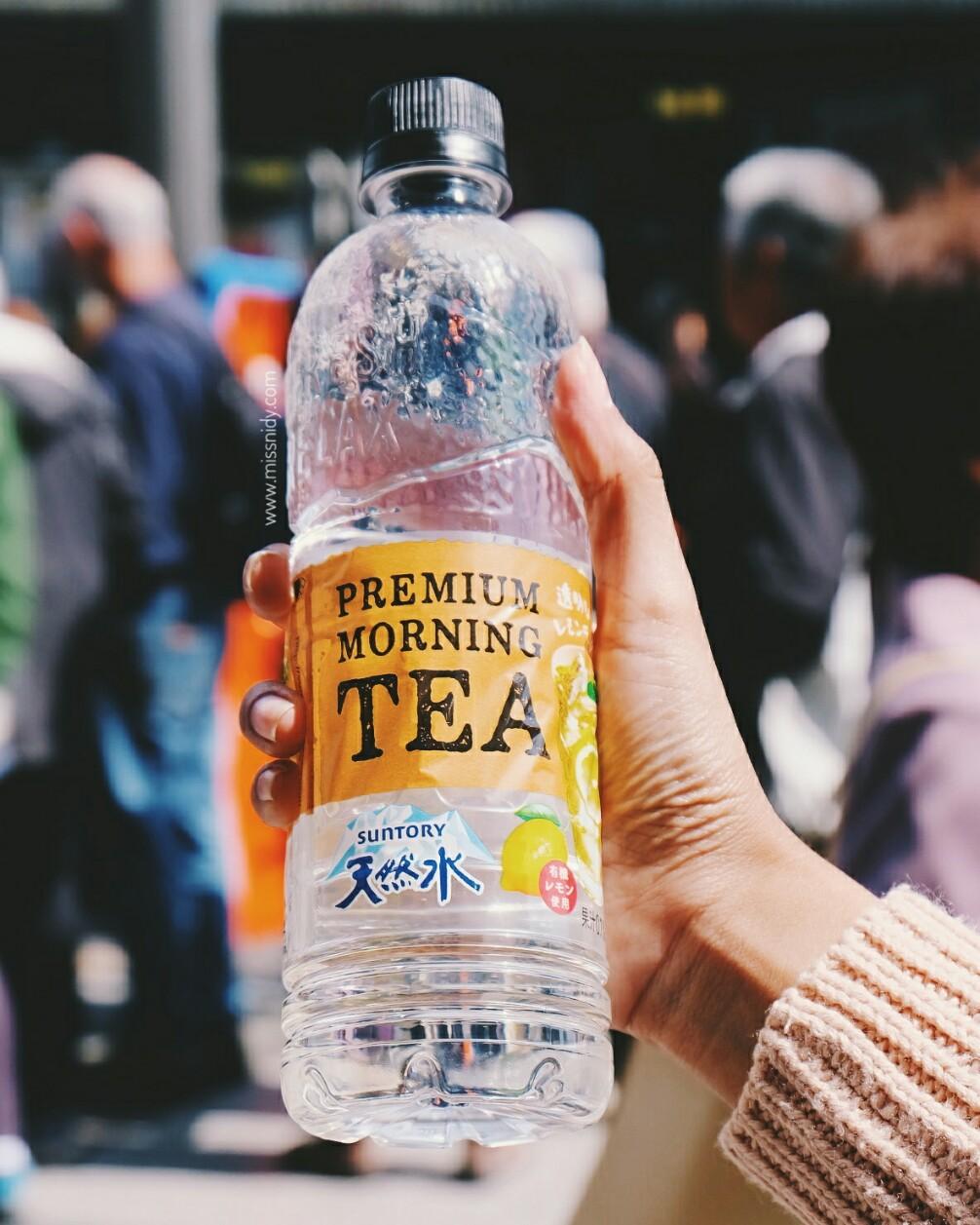 air mineral rasa lemon tea di jepang