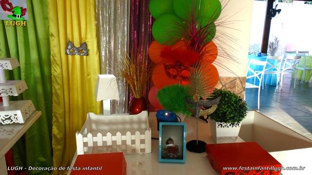 Mesa temática Carnaval para festa de aniversário feminino