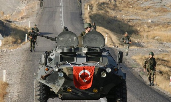 Bagdá diz que vai desmontar a Turquia se o país invadir o Iraque, após Ancara implantar tanques e artilharia pesada em sua fronteira