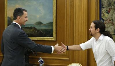Felipe VI recibía a Pablo Iglesias en la Zarzuela en la ronda de conversaciones con dirigentes políticos en enero de 2016. / EFE