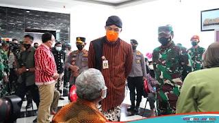 Kunker ke Semarang, Kapolri dan Panglima TNI Tinjau Vaksiansi di Puskesmas Pandanaran