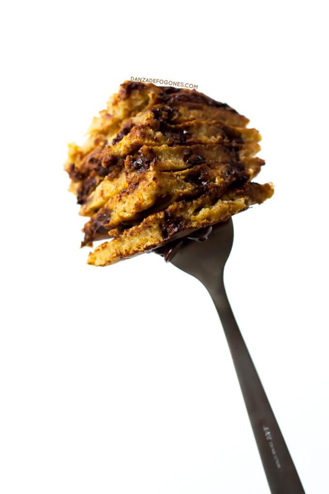 Pumpkin and chocolate pancakes | danceofstoves.com #recipe #vegan #DanceofStoves